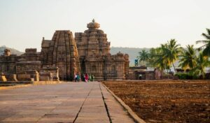 Kashi Vishwanatha temple, Karnataka - world heritage sites in Tamilnadu