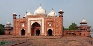 Mosque - Taj Mahal Fun Facts